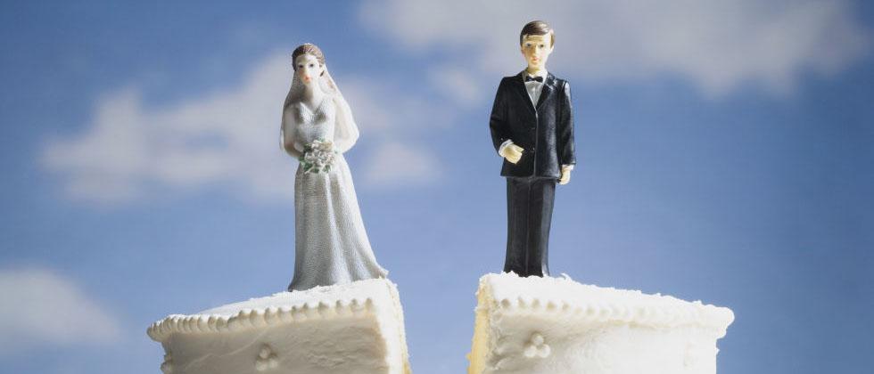 Как развестись с мужем, если он сидит в тюрьме? Можно ли вообще подать на развод? Какие документы для этого требуется? Основные рекомендации и алгоритм действий узнайте в нашей статье.