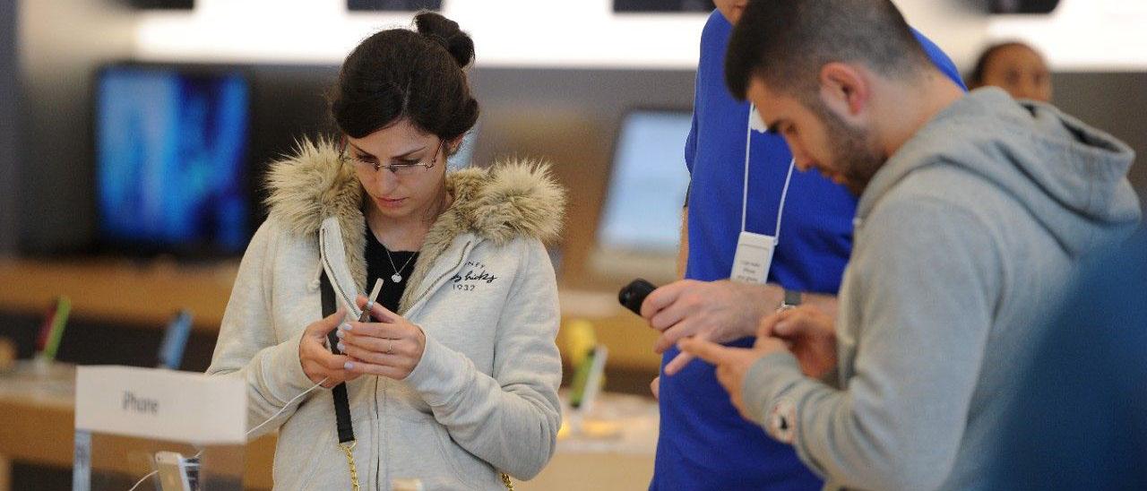 Как вернуть в магазин товар, купленный в кредит? Что делать, если ваш телефон сломался через месяц? Можно ли вернуть деньги? О возврате технически-сложных товарах, купленных в кредит, читайте в нашей статье.