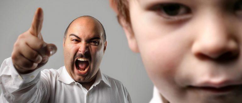 Куда обращаться, если родители бьют ребенка?