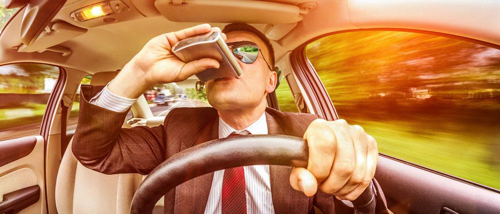 Какую ответственность несет водитель за езду в пьяном виде? Что грозит за пьяную езду? Что делать, если лишили прав за вождение в состоянии опьянения? Читайте в нашей статье.
