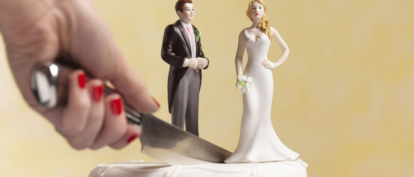 Как развестись через ЗАГС? Об условиях расторжения брака в ЗАГСе, необходимых документах, сроках и стоимости процедуры читайте в нашем материале.