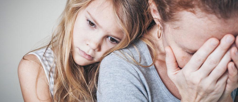 Когда необходимо устанавливать порядок общения с ребенком? Нужно ли учитывать мнение несовершеннолетнего и обращаться в орган опеки? Как составить и куда подать исковое заявление об определении порядка общения с ребенком? Все ответы  и образец иска найдете в нашей статье.