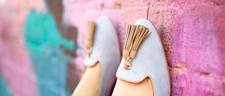 Можно ли вернуть обувь в магазин, если она не подошла или оказалась бракованной? Как осуществить возврат и в какой срок? Можно ли сразу требовать вернуть деньги за некачественную обувь? Как защитить свои права потребителя? Расскажем в нашей статье