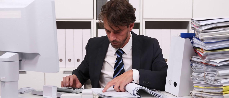 Что делать и куда обратиться, если образовалась задолженность по зарплате? Как взыскать долг с работодателя? Каков срок исковой давности для получения выплат? Расскажут наши опытные юристы по трудовому праву.